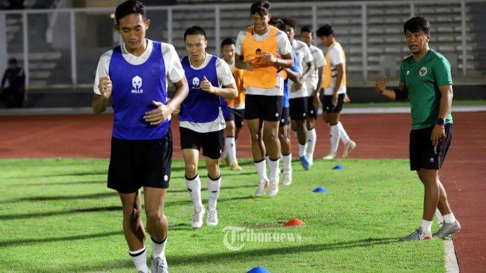 Sejumlah pemain Tim Nasional (Timnas) Indonesia saat mengikuti pemusatan latihan di Stadion Madya Senayan, Jakarta Pusat, Selasa (11/5/2021). Pemusatan latihan Timnas dalam rangka persiapan kualifikasi Piala Dunia 2022 hari kesebelas ini terbuka untuk umum. Tribunnews/Jeprima