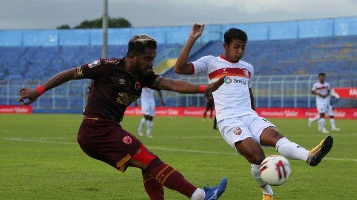 Penampilan pemain PSM Makassar, Zulham Zamrun saat hadapi Borneo FC di Piala Menpora 2021, di Stadion Kanjuruhan, Malang, Jawa Timur, pada Rabu (31/3/2021)
