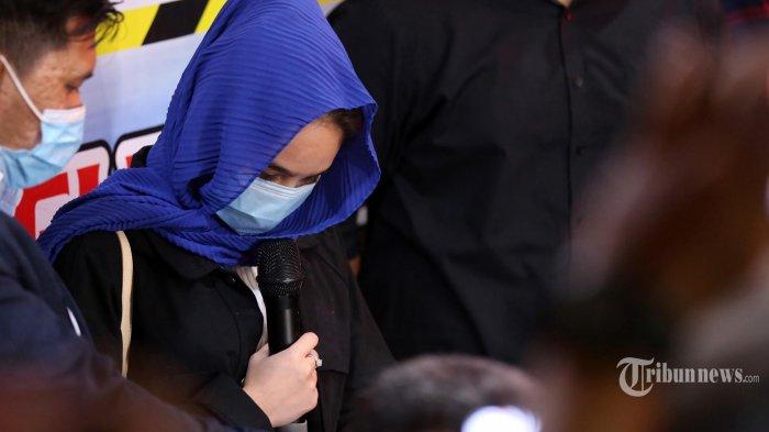 Tangis Hana Hanifah Minta Maaf Pada Keluarga Usai Dilepaskan Polisi