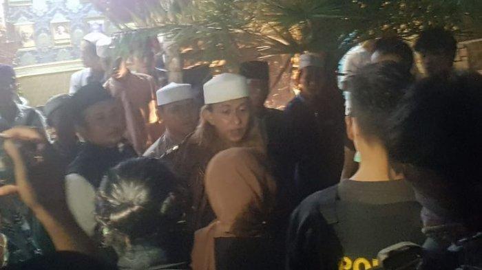 Petugas tim gabungan menjemput terpidana kasus penganiayaan, Bahar bin Smith untuk membawanya ke Lapas Lapas Kelas IIA Gunung Sindur, Selasa (19/5/2020)