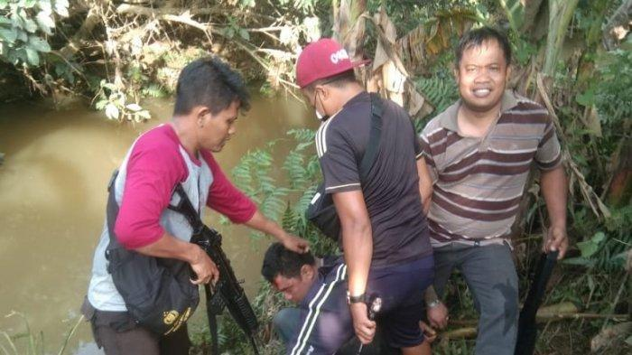 Pencuri Menyerahkan Diri Kepada Polisi Usai Diterkam Buaya Saat Sembunyi di Sungai di Kutai Timur