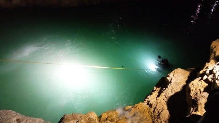 Tim SAR sedang melakukan pencarian seorang bocah berusia 11 tahun yang sempat dikabarkan menghilang usai diseret arus sungai di Kali Binlae, Desa Fatukanutu, Kabupaten Kupang.