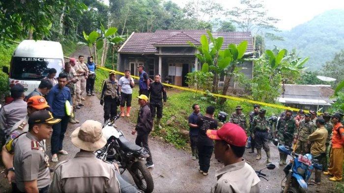 Tim Lanjutkan Pencarian Korban Longsor di Gunung Bonjot