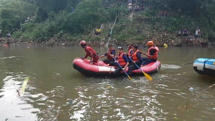 Terjadi Lagi, Dua Anak Diduga Tenggelam Saat Bermain di Bantaran Kali Ciliwung, Kampung Poncol