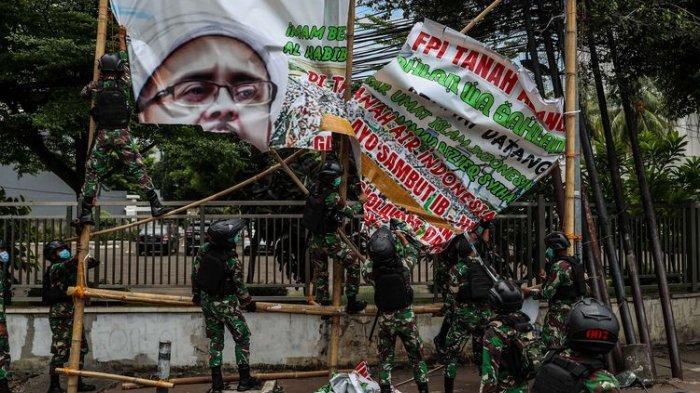 Satpol PP Didemo FPI karena Copot Baliho Rizieq Shihab, Dudung Abdurachman Geram: Mereka Itu Siapa?