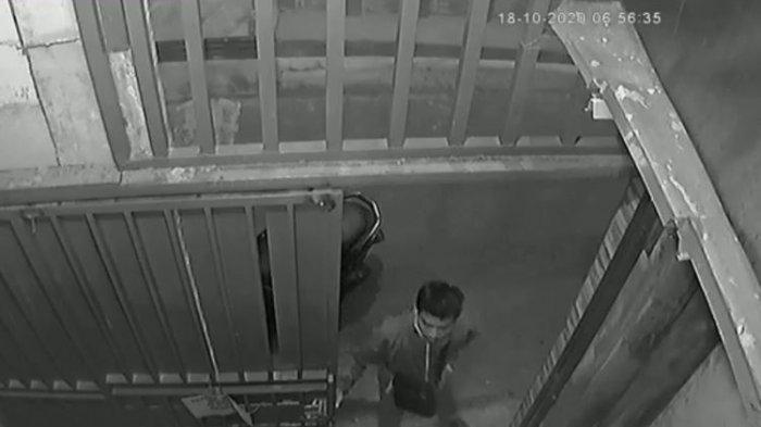 Terekam CCTV Nmax Dicuri Pengendara Beat, Cuma 3 Menit saat Pemilik Olahraga Subuh