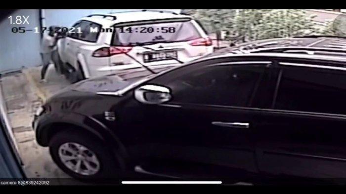 Mobil Direksi Jadi Korban Pencurian Spion di Pulogadung, Aksi Pelaku Terekam CCTV