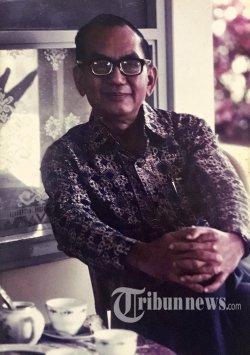 Foto dokumentasi wartawan sekaligus pendiri Harian Kompas Petrus Kanisius (PK) Ojong. KOMPAS