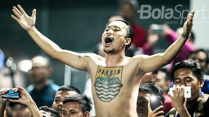 Mario Gomez Pelatih Persib yang Selalu Senang Melayani Permintaan Bobotoh
