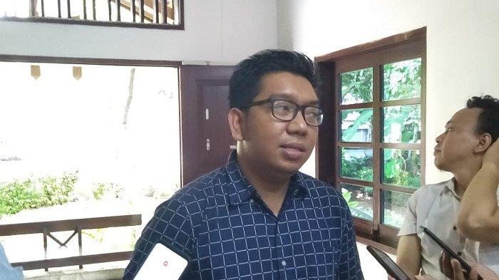 Peneliti lembaga Indonesian Corruption Watch (ICW), Kurnia Ramadhana di kantornya, Kalibata, Jakarta Selatan, Senin (20/1/2020).