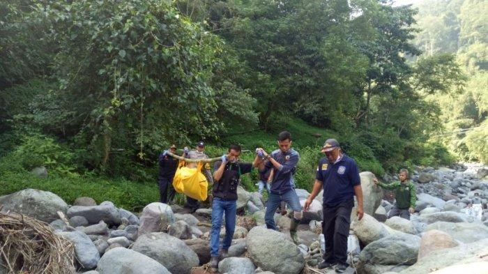 Cium Bau Tak Sedap, Warga Temukan Mayat Tanpa Busana di Bebatuan Sungai Ciapus Bogor