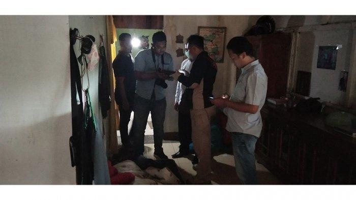Warga Kelurahan Bansir Laut Kecamatan Pontianak Tenggara digegerkan dengan penemuan sesosok mayat di sebuah rumah indekost, Rabu (2/10/2019).