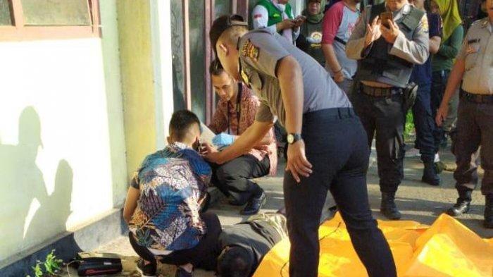Warga Metro digegerkan dengan penemuan mayat tergeletak di teras halaman eks Kantor Pengadilan Agama Kota Metro atau di sebelah Kantor Pemkot.