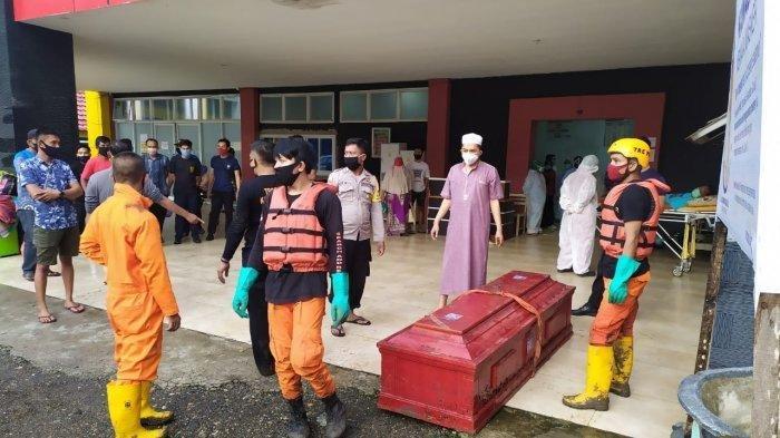 Gara-gara Peti Mati Hanyut di Sungai Bikin Kalang Kabut Wargadan Tim Reaksi Cepat Soppeng