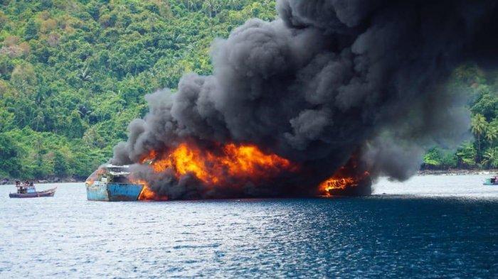 KKP Tenggelamkan 10 Kapal Illegal Fishing di Laut Natuna Utara