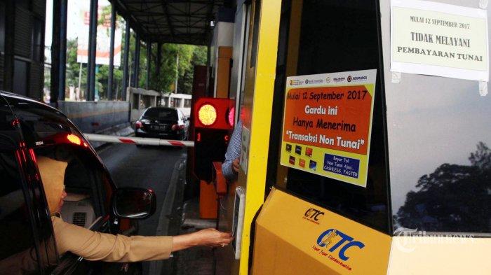 GT Cibubur Macet Parah akibat Infrastruktur Tol Non Tunai Belum Siap