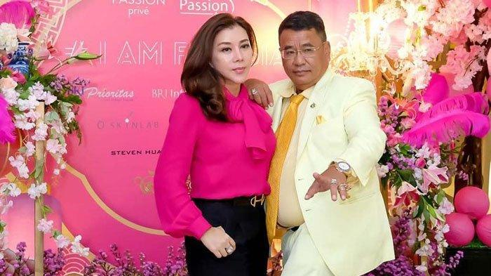 Melayat Bos Sinar Mas Group, Hotman Paris Kenakan Setelan Jas Warna Kuning