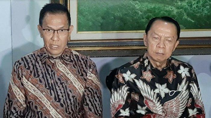 Partahi Sihombing dan Muara Karta, pengacara Hotma Sitompul, dalam jumpa pers di kawasan Sunter, Jakarta Utara, Senin (19/4/2021).