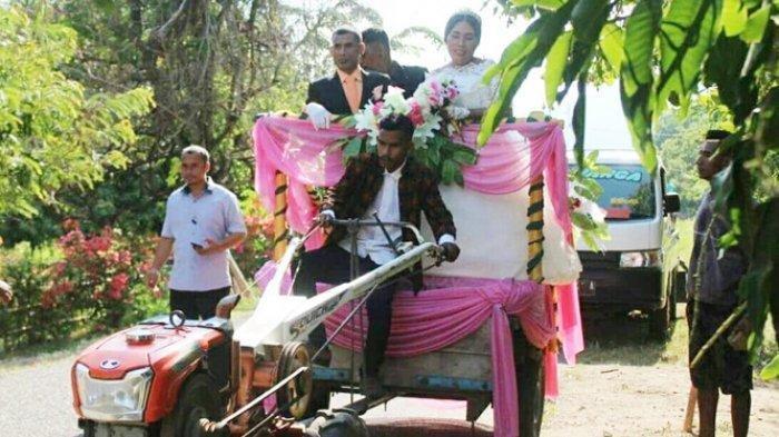 Bukan Mobil Mewah, Pengantin di NTT Pilih Naik Hand Traktor saat Pemberkataan Pernikahan ke Gereja