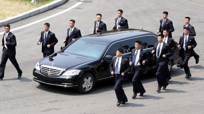 Bodyguards Berlarian Bentuk Formasi di Sekitar Mobil Kim Jong Un Usai Bertemu dengan Pemimpin Korsel