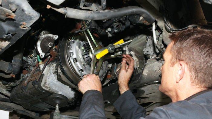 Tips Merawat Kopling Mobil Manual Agar Tetap Aman Saat Dipakai Liburan
