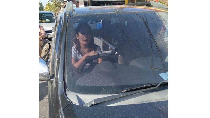 Tak Sabar Antre di Kemacetan, Pengemudi Wanita Tabrak Petugas Dishub Gianyar