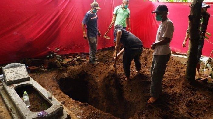 penggalian-kembali-makam-lina-jubaedah-mantan-istri-sule-sekaligus-ibu.jpg