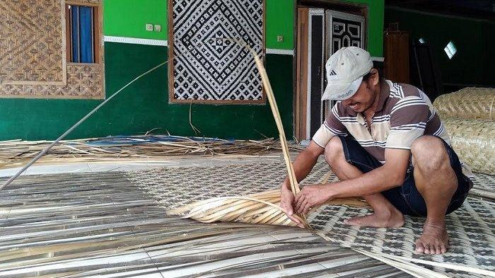 Kisah Inspiratif, Menolak Tawaran Kerja ke Jepang Pengrajin Bambu Ini Sukses