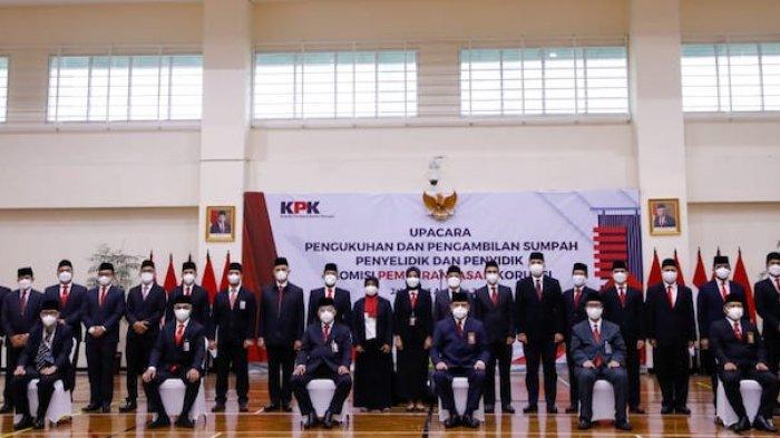 Komisi Pemberantasan Korupsi (KPK) menggelar upacara pengukuhan dan pengambilan sumpah penyelidik dan penyidik KPK di Aula Gedung Juang Merah Putih, Selasa (3/8/2021).