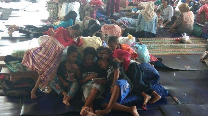 Warga Pulau Sebesi dan Sebuku di Pengungsian Mulai Terserang ISPA dan Gatal-gatal