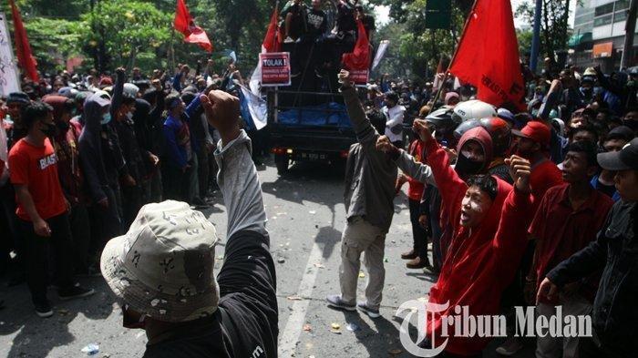 Akhirnya, Polisi Tangkap Dua Orang yang Diduga Lempar Batu dari Atap DPRD Medan saat Demo