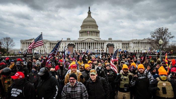 Update Rusuh di Capitol AS: 4 Tewas Pasca Massa Serbu Aula Kongres untuk Memblokir Kemenangan Biden