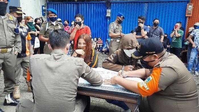 Setelah Sembunyi Semalaman, Ratusan Pengunjung Diskotek di Jakbar Akhirnya 'Menyerah'