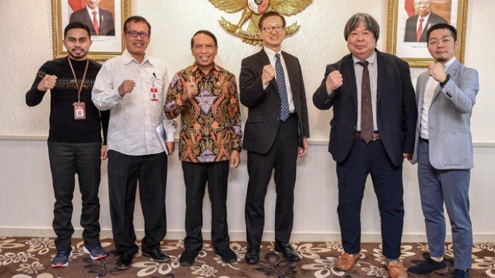 Para pengusaha Jepang berfoto bersama Menteri Pemuda dan Olahraga (Menpora), Zainudin Amali, Rabu (4/3/2020) di Kantor Kemenpora.