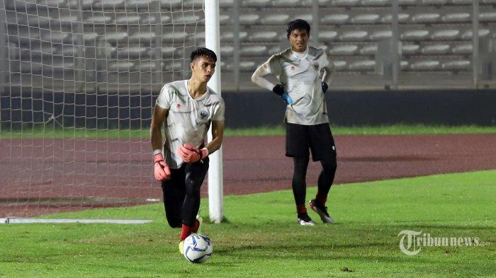 Kiper Tim Nasional Indonesia Senior Nadeo saat mengikuti latihan bersama di Stadion Madya, Senayan, Jakarta Pusat, Senin (17/2/2020). Latihan ini menjadi bagian dari persiapan menghadapi lanjutan Kualifikasi Piala Dunia 2022 melawan Thailand (26 Maret) dan Uni Emirat Arab (31 Maret). Tribunnews/Jeprima