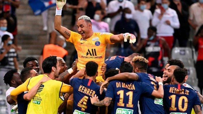 Penjaga gawang PSG, Keylor Navas saat merayakan selebrasi kemenangan