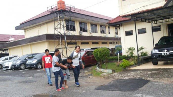 Penjahat Selicin Belut Meringis Kena Tembak Kakinya di Pantai Tanjung Pesona