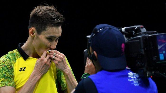 Pebulu tangkis tunggal putra Malaysia, Lee Chong Wei, melakukan selebrasi setelah meraih medali emas pada Commonwealth Games 2018 setelah mengalahkan Kidambi Srikanth (India) pada final yang berlangsung di Carrara Sports Arena, Gold Coast, Australia, Minggu (15/4/2018).
