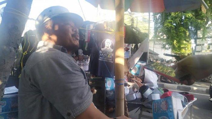 Penjual kaus 92420943