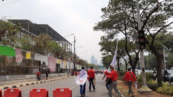 Buruh Demo, Arus Lalin dari Senayan ke Slipi dan Jalan Gatot Subroto Ditutup Sementara