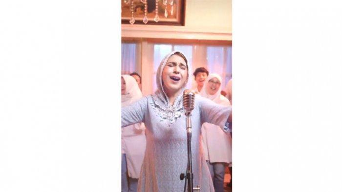 Sambut Kerinduan Penggemar, Penyanyi Puput Novel Launching Lagu Baru