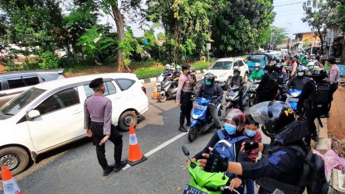 Siang Ini Kepadatan Terjadi di Penyegatan Jalan Lenteng Agung