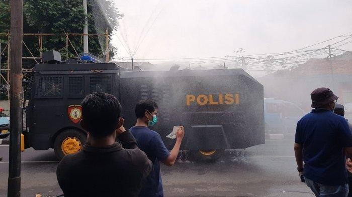 Cegah Covid-19, Area Markas FPI Disemprot Cairan Disinfektan Pakai Mobil Baracuda Polisi