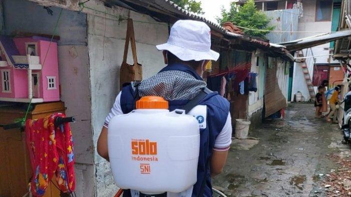Sentuh Warga yang Belum Terjangkau Bantuan, Relawan Sandiaga Sisir Permukiman Padat Penduduk