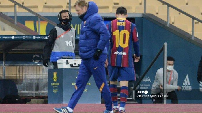 Penyerang Barcelona asal Argentina Lionel Messi meninggalkan lapangan setelah mendapat kartu merah pada pertandingan final Piala Super Spanyol antara FC Barcelona dan Athletic Club Bilbao di stadion La Cartuja di Seville pada 17 Januari 2021. CRISTINA QUICLER / AFP