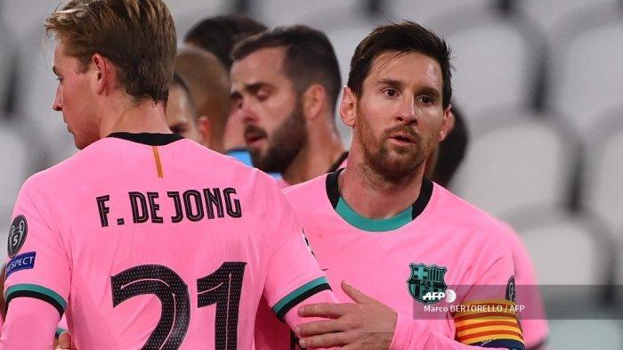 Penyerang Barcelona Barcelona Lionel Messi (kanan) dan gelandang de Barcelona dari Belanda Frenkie De Jong mengucapkan selamat setelah pertandingan sepak bola Grup G Liga Champions UEFA antara Juventus dan Barcelona pada 28 Oktober 2020 di stadion Juventus di Turin. Marco BERTORELLO / AFP