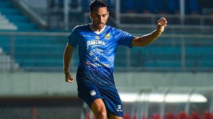 Penyerang baru Persib Bandung, Ezra Walian