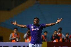 Selebrasi pemain asing Hanoi FC, Ganiyu Oseni yang mencetak empat gol saat timnya menang 10-0 atas Nagaworld pada partai pertama Grup F Piala AFC 2019, 26 Februari 2019.