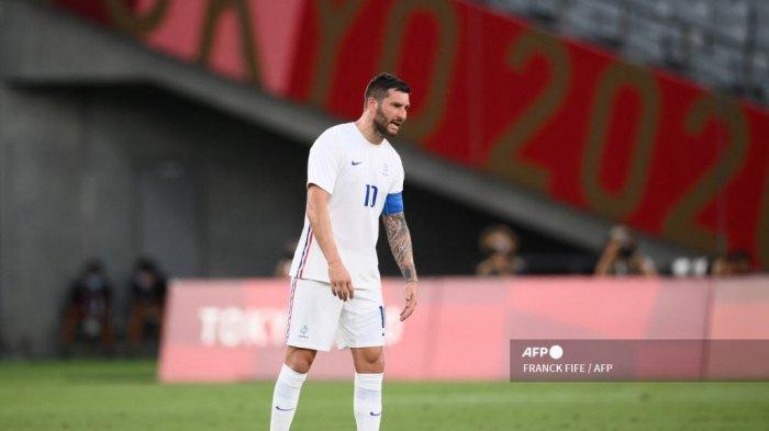 Penyerang Prancis Andre-Pierre Gignac bereaksi terhadap gol ketiga Meksiko selama pertandingan sepak bola putaran pertama grup A putra Olimpiade Tokyo 2020 antara Meksiko dan Prancis di Stadion Tokyo di Tokyo pada 22 Juli 2021. FRANCK FIFE / AFP