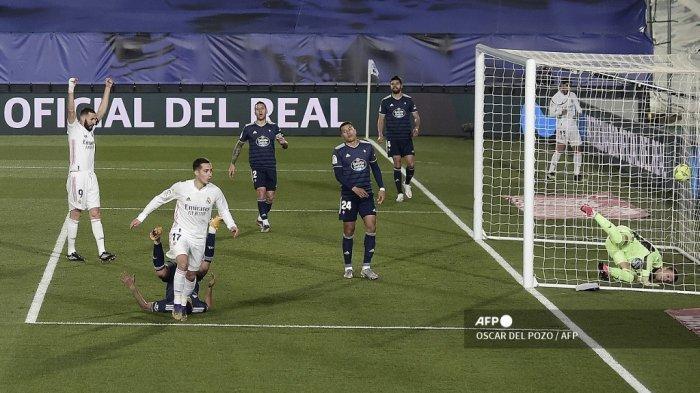 Penyerang Spanyol Real Madrid Lucas Vazquez (tengah) bereaksi setelah mencetak gol dalam pertandingan sepak bola Liga Spanyol antara Real Madrid dan Celta Vigo di stadion Alfredo Di Stefano di Valdebebas, timur laut Madrid, pada 2 Januari 2021. OSCAR DEL POZO / AFP